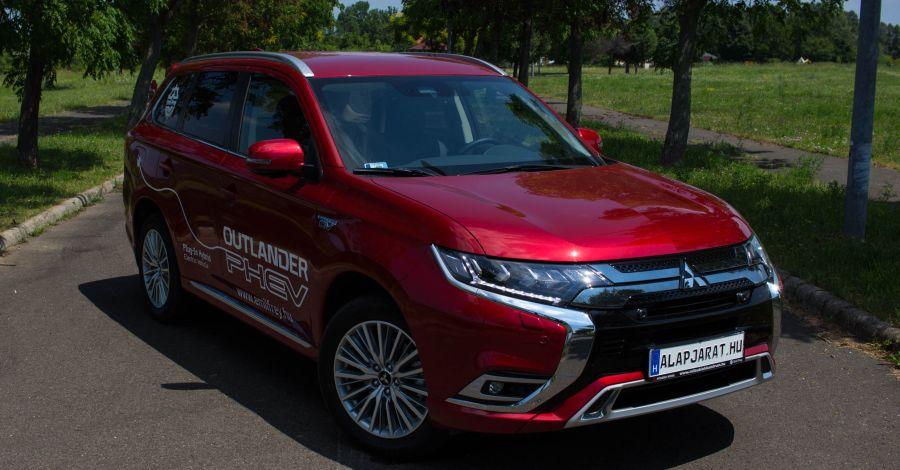 Újratöltve: Mitsubishi Outlander PHEV 2.4 4WD (2019) - Teszt