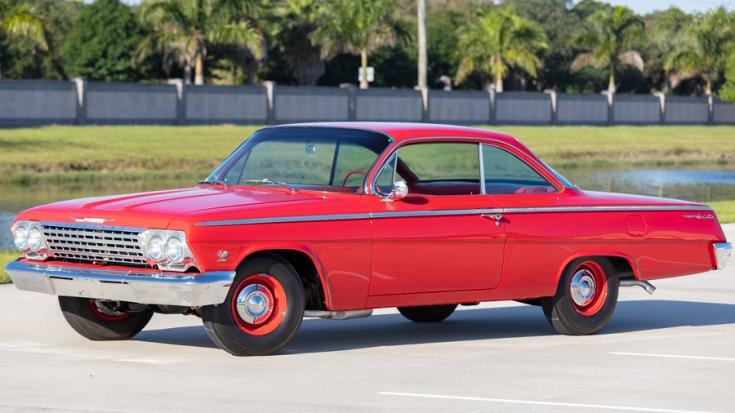 1962 Chevrolet Bel Air, piros bubble top, balról