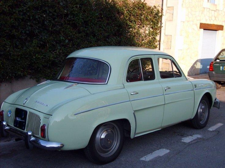 Renault Dauphine, kék limuzin, elölnézet, oldalnézet, jobbról, alulról fotózva
