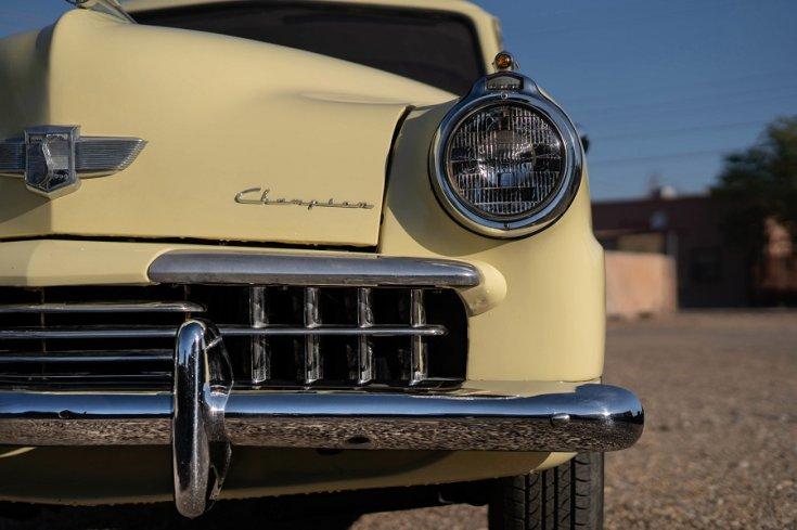 1948 Studebaker Champion, orrának fele, szemből