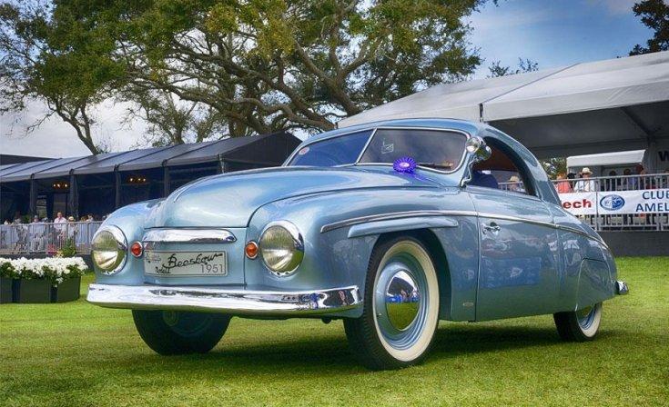 1951 Rometsch Beeskow, osztott ablakos, kék kipé, VW Bogár alvázra építve, elöl 45 fokból, alulról fotózva, Pebble Beach Concours eseményen