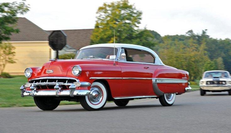 1954 Chevrolet Bel Air, piros hardtop coupe, szemből
