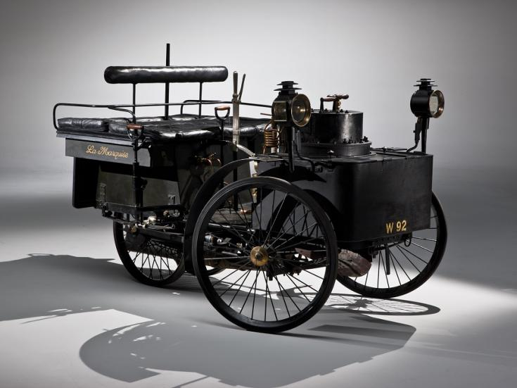 1884 De Dion Bouton La Marquise Dos-a-dos, fekete gőzautó, elölnézet, oldalnézet, jobbról