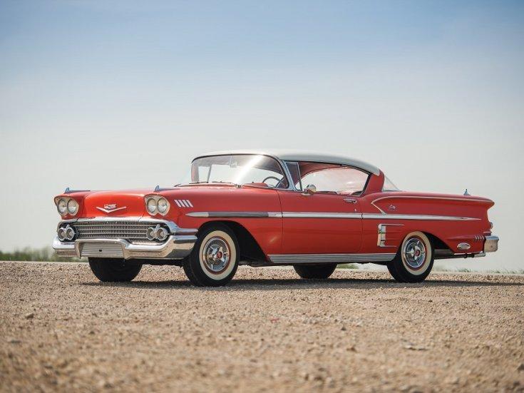 1958 Chevy Bel Air Impala, piros hardtop, elölnézet balról