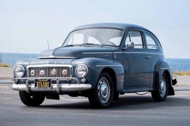 1958 Volvo P544, kék sedanette eleje balról