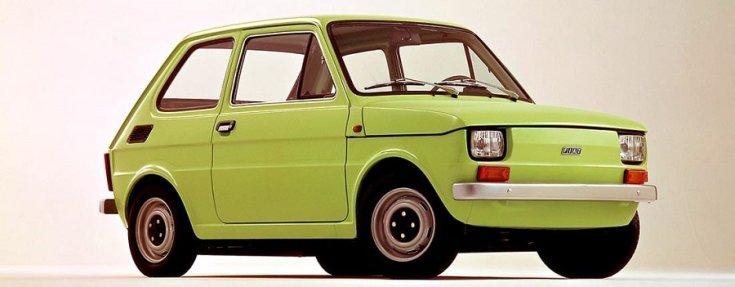 Polski Fiat 126p, zöld hatchback, króm lökhárítós, elölnézet, oldalnézet, jobbról, alulról fotózva