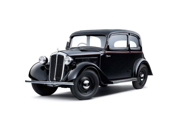 1938 Skoda Rapid, animált 3D-s kép, fekete 2 ajtós tudor limuzin, elölnézet, oldalnézet, alulról, fehér háttér