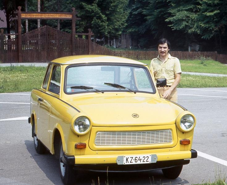 1985 Trabant 601, sárga limuzin, elölnézet, tulaj jobbra