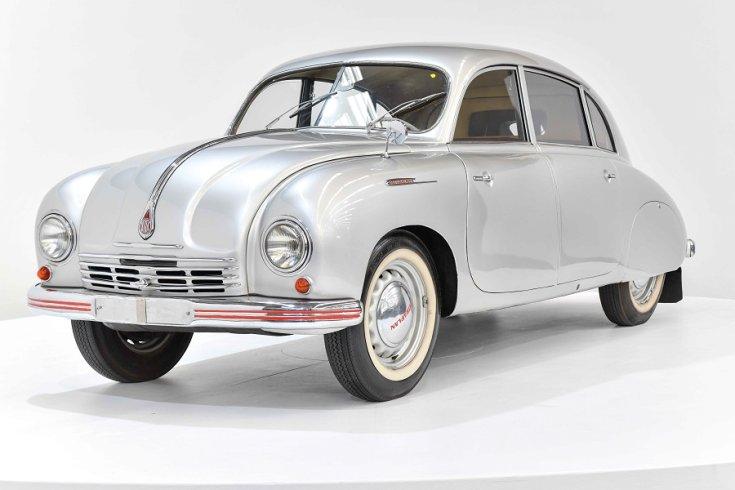 """1950 Tatra T600 """"Tatraplan"""", ezüst fastback limuzin eleje"""