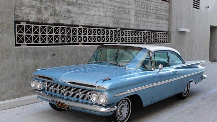 1959 Chevrolet Bel Air, fehér-kék orra