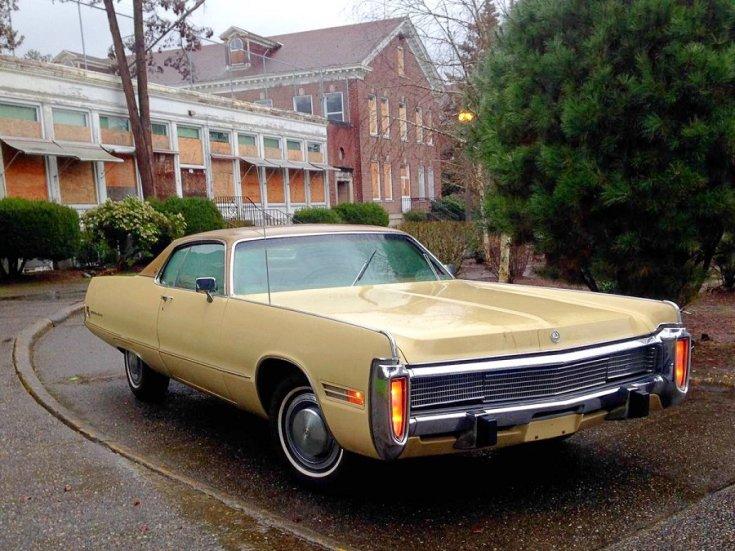 1973 Imperial Le Baron, sárga kupé, elölnézet, jobbról