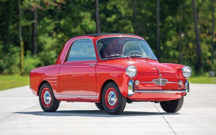 1959 Autobianchi Bianchina Transformabile, piros kabrió öngyilkos ajtóval, elölnézet, oldalnézet, jobbról döntve