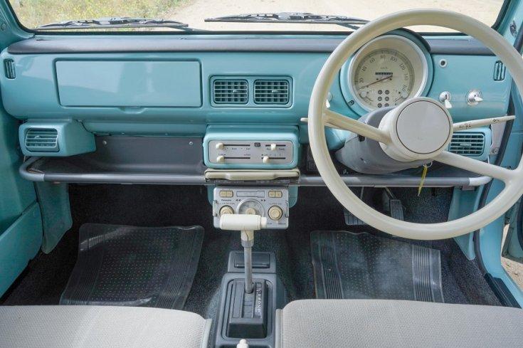 1989 Nissan Pao műszerfal szemből, totál