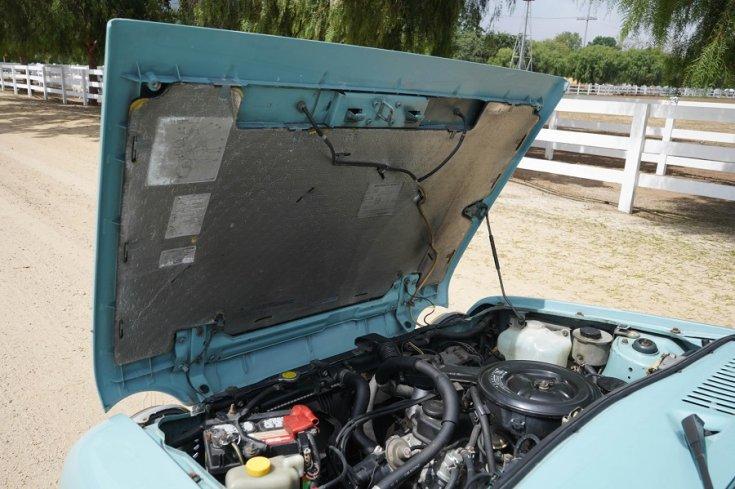 1989 Nissan Pao, nyitott motortér, hátul balról