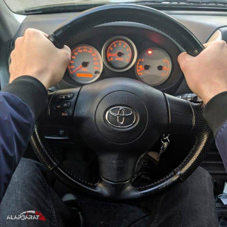Autó kormány helyes használata