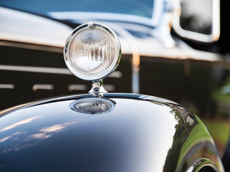 1931 Cadillac Series 452 V16, fekete, bal első sárhányó és lámpa, ráközelítve, döntve balról