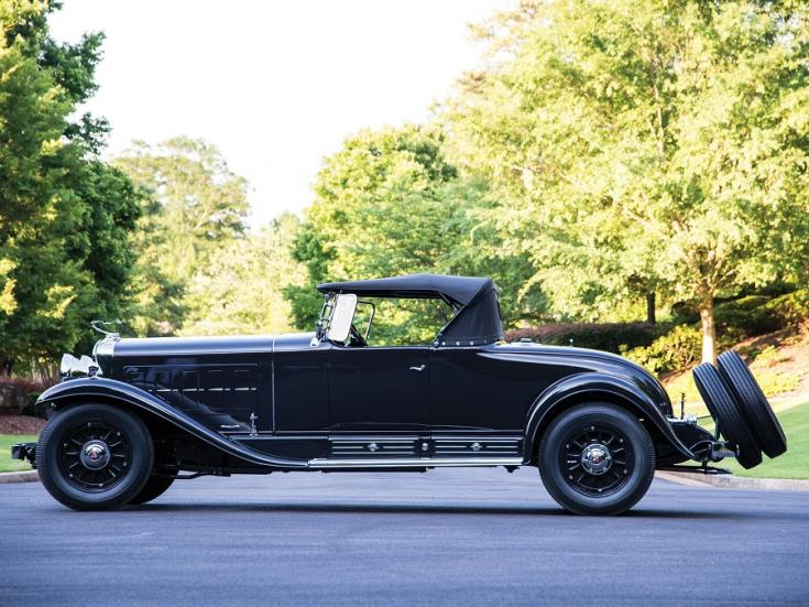 1931 Cadillac Series 452 V16, fekete roadster, oldalnézet, balról