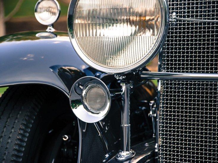 1931 Cadillac Series 452 V16, bal első lápma és nűtőrács, elölnézet, döntve, balról