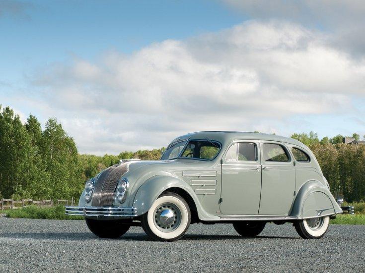 1934 Chrysler Airflow, baba kék, szedán, elölnézet, oldalnézet, balról, távolról fotózva