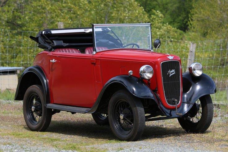 1936 Austin Seven, vörös kupé kabrió, elölnézet, oldalnézet, oldalról döntve, jobbról