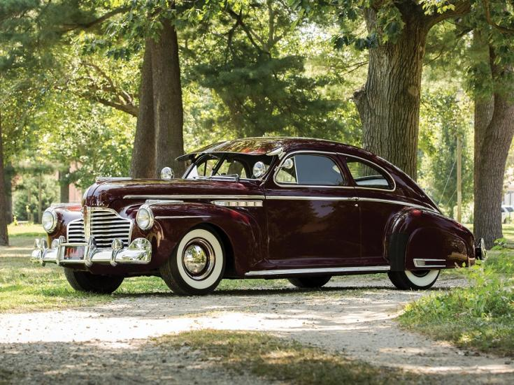 1941 Buick Super, barna sedanette fastback, elölnézet, oldalnézet, balról, távolról ráközelítve