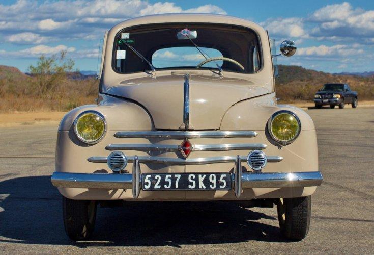 1961 Renault 4CV, mokkabarna, elölnézet