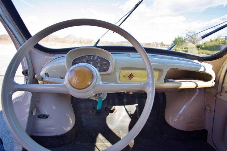 1960 Renault 4CV, műszerfal, elölnézet