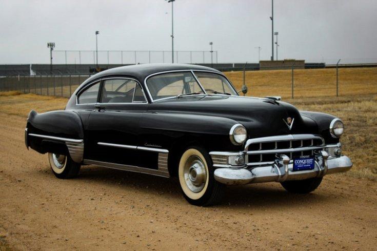 1949 Cadillac Series 62, fekete sedanette, Club Coupé, elölnézet, oldalnézet, jobbról