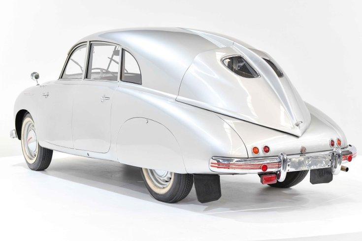 1950 Tatra T600, ezüst, hátulnézet, oldalnézet, balról