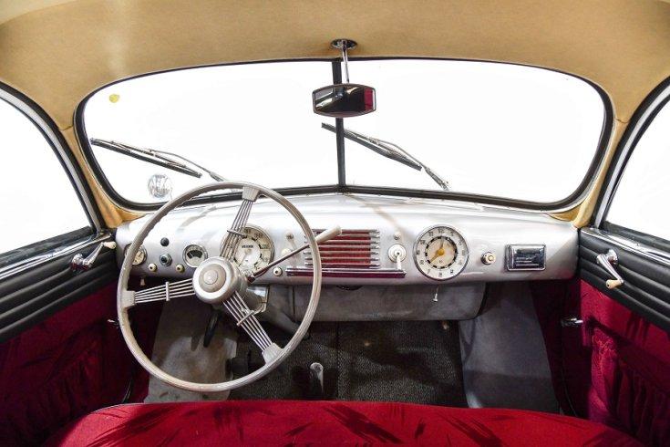 1950 Tatra T600 Tatraplan, ezüst, műszerfal, elölnézet, szemből