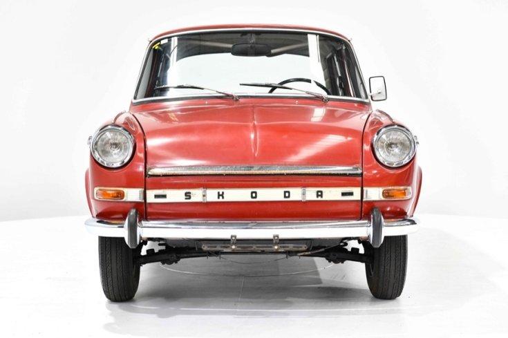 1971 Skoda 1000 MB, vörös, elölnézet, Gosford Classic Cars