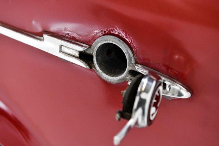 1965 Skoda 1100 MB, vörös, nyitott tanksapka, oldalnézet, jobbról