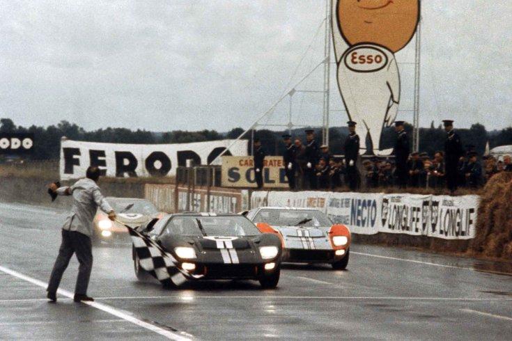 kockás zászló leinti az 1966-os Le Mans-i versenyt