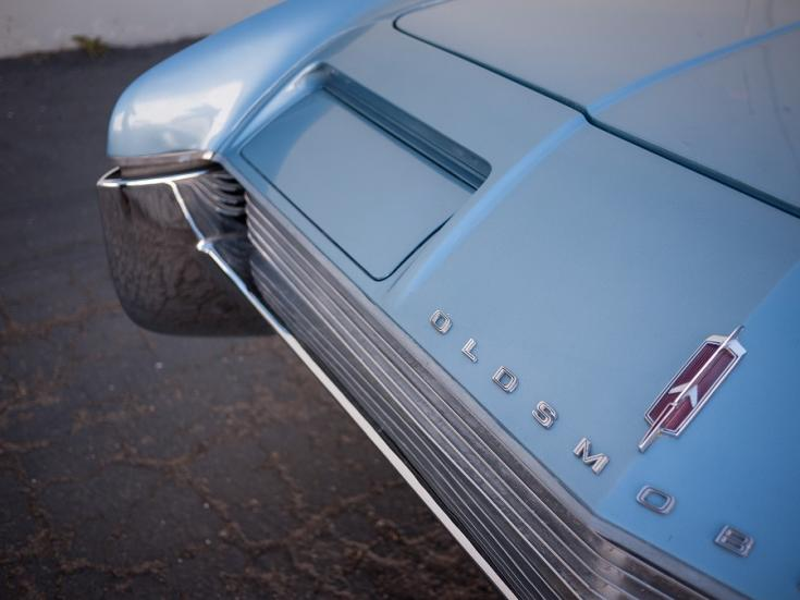 1966 Oldsmobile Toronado, kék, bukólámpák, elölről, jobbról