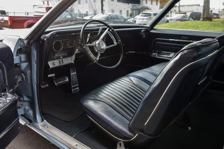 1966 Oldsmobile Toronado műszerfal és első üléssor, fekete, oldalról, jobbról
