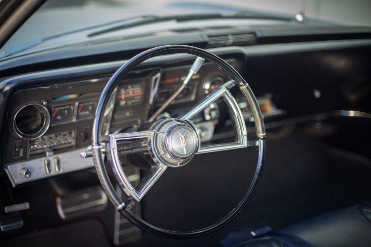 1966 Oldsmobile Toronado, műszerfal, fekete, oldalnézet, jobbról