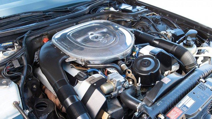 Az 1991-es Mercedes-Benz 560 SEC AMG 6.0 'Wide-Body' motortere