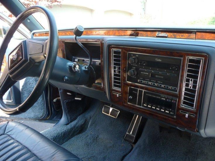 1993 1996 Cadillac Fleetwood Brougham műszerfal, oldalnézet, jobbról