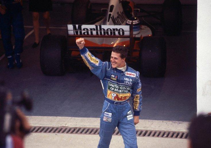 Schumacher ünnepel miután megnyerte az 1994-es Belga Nagydíjat