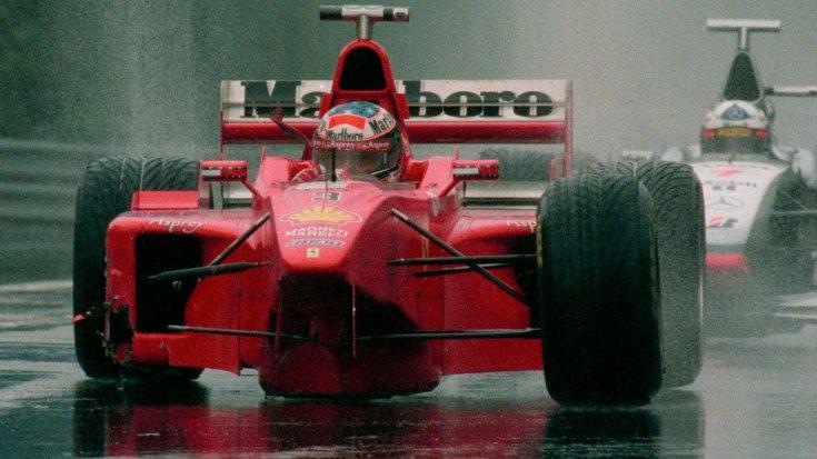 Schumacher az összetört Ferrarival az 1998-as Belga Nagydíjon