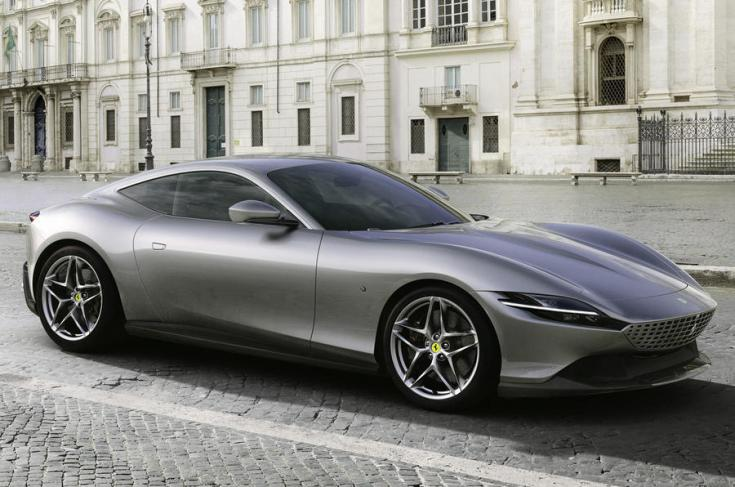 Ferrari Roma oldalról fotózva