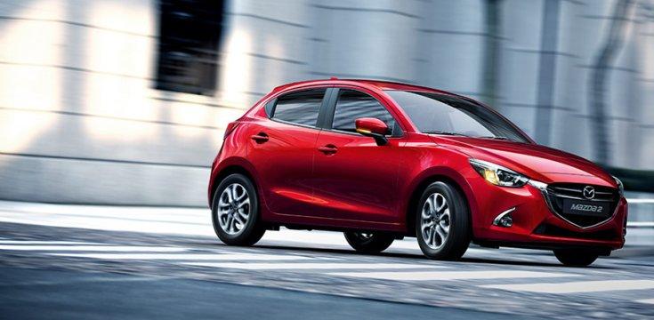 2018 Mazda 2 menetközben oldalról, KODO designnyelv