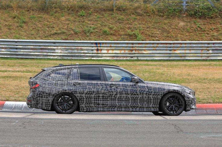 2019 BMW 3 Touring kiadás takarófóliában oldalról