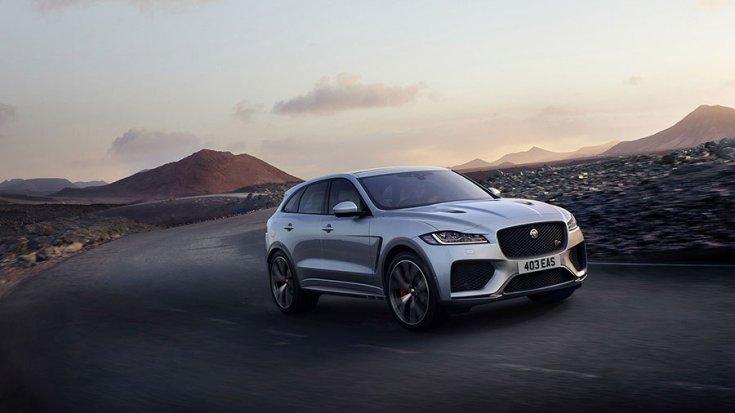 2019 Jaguar F-Pace SVR sivatagos környezetben