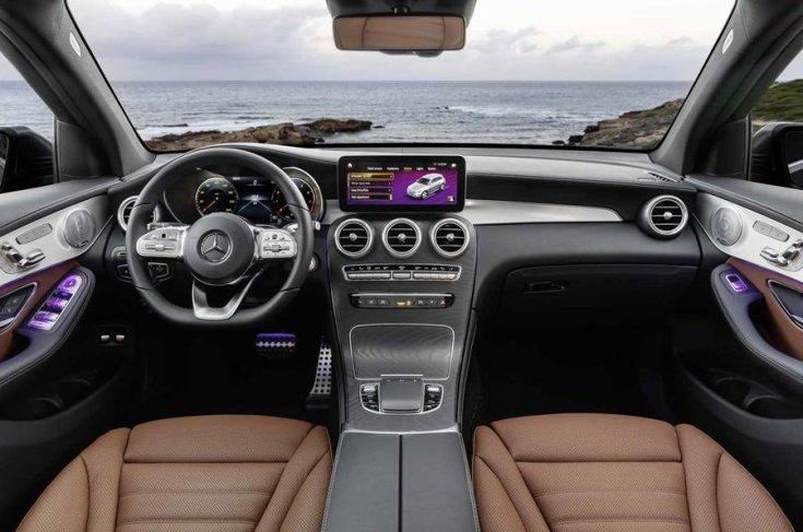 2019-es Mercedes GLC beltere