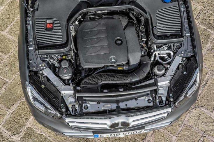 2019-es Mercedes GLC motortere