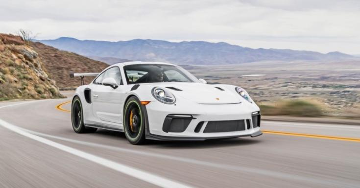 Porsche 911 GT3 RS szemből, menet közben