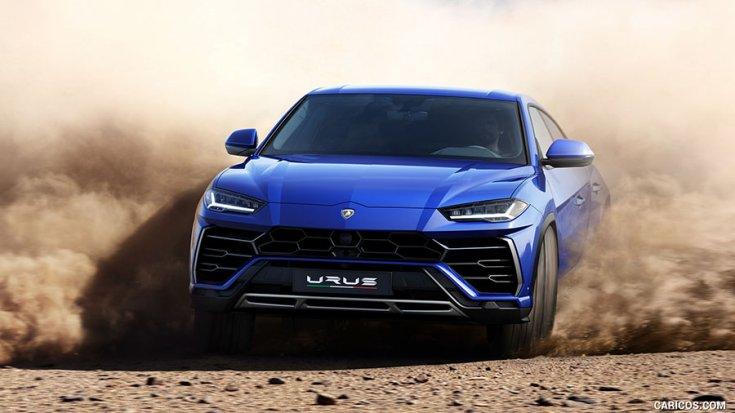 Lamborghini Urus sivatagos környezetben