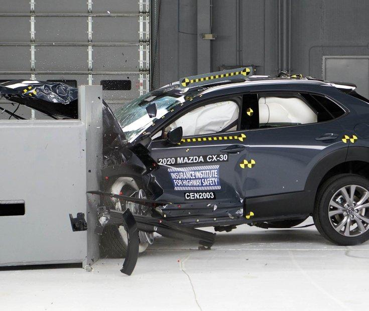2020-as Mazda CX-30 törésteszt