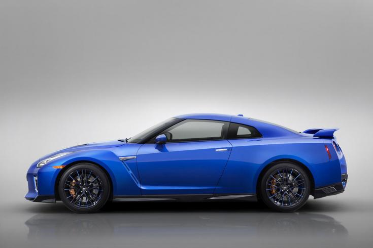 2020 Nissan R-35 GT-R Bayside Blue színben oldalról